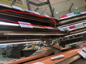 名古屋市中川区の小売店様にて棚下照明の取替電気工事
