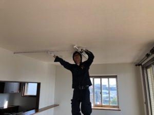 名古屋市緑区の住宅にてペンダントライトのコード調整および取付電気工事