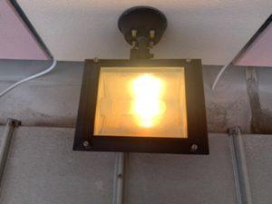 愛知県津島市の商業施設にてアッパーライトのランプ取替電気工事