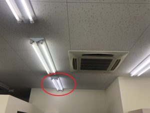 三重県四日市市のオフィスにて蛍光灯安定器の取替電気工事